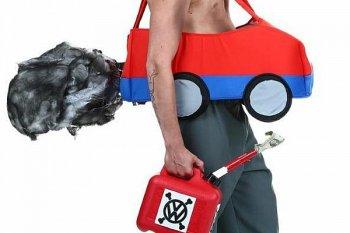 Trang phục Halloween lấy cảm hứng từ bê bối khí thải