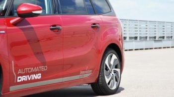 Đằng sau chiếc PSA Peugeot Citroën tự lái