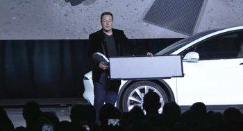 Tesla quảng cáo khống về Model X?