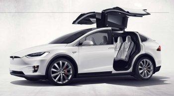 Xem xe Tesla tự vận hành