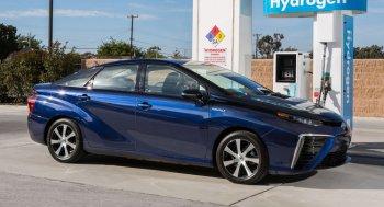 """Toyota """"đặt cược"""" chiếm lĩnh thị trường xe hybrid vào năm 2050"""