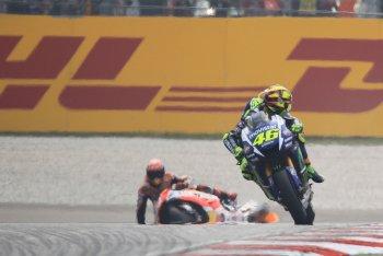 Chặng 17 MotoGP 2015: Dani Pedrosa chiến thắng trong ngày Marquez ngã ngựa
