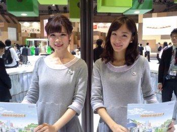 Dàn chân dài khoe dáng tại Triển lãm Ôtô Tokyo 2015