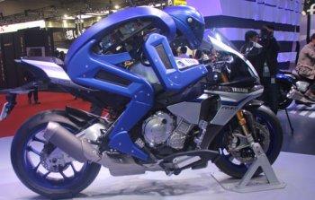 Yamaha bất ngờ giới thiệu robot tự lái xe máy