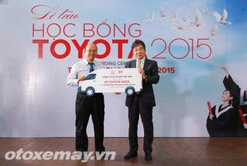 Toyota tặng 690 triệu đồng hỗ trợ sinh viên Việt