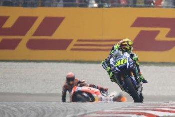 Rossi cay đắng chấp nhận án phạt
