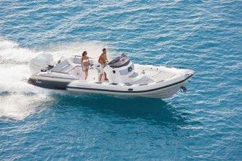 """Rong chơi trên biển cùng """"gia đình"""" Cayman"""