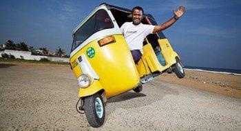 Chạy xe Tuk Tuk bằng hai bánh dài kỷ lục