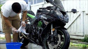 Chăm sóc sơn xe máy bóng đẹp