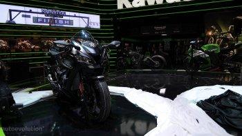 "EICMA 2015: Kawasaki ""bơm"" thêm sức mạnh cho Ninja XZ-10R"