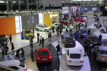 Lượng ô tô nhập khẩu tháng 10 tiếp tục vượt dốc