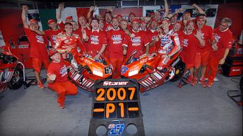 """Casey Stoner """"đoàn tụ"""" với Ducati Corse"""