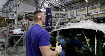 Nhân viên Volkswagen được trang bị kính Google Glass