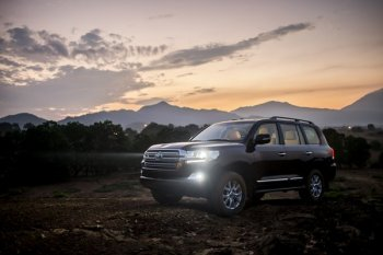 Toyota công bố giá bán Land Cruiser 2015