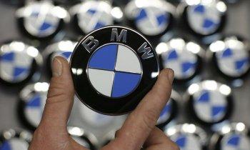 BMW tiếp tục vượt mặt dù Mercedes bám đuổi