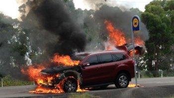 Ford Everest 2016 thử nghiệm bỗng dưng… cháy