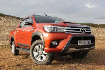 Toyota Hilux bán được 239 chiếc trong tháng 11