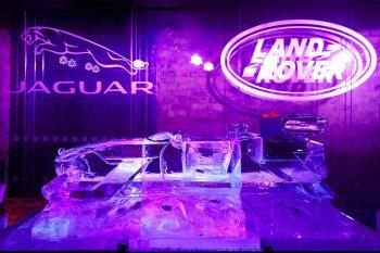 """Jaguar đón Giáng Sinh bằng """"xe băng"""""""