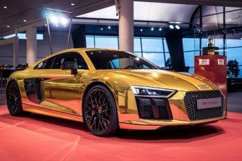 Chói mắt với Audi R8 V10 Plus bọc vàng nguyên chất