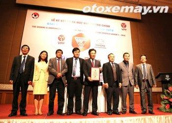 """Toyota Việt Nam tiếp tục """"rót tiền"""" choV.League 2016"""