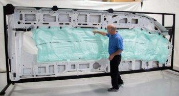 Ford Transit 2015 sở hữu túi khí 'siêu dài' đầu tiên trên thế giới