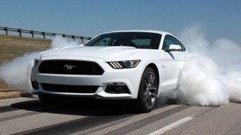 Đốt lốp trên Ford Mustang 2015, ai cũng có thể thực hiện