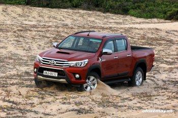Mua Toyota Hilux 2015 nhận ngay 1 năm bảo hiểm miễn phí
