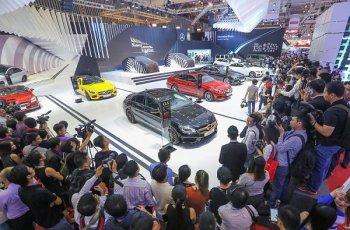 """Mercedes-Benz Việt Nam là """"vua"""" thị trường xe sang năm 2015"""