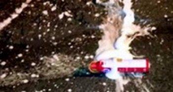 Liên tiếp nổ bình cứu hỏa trên ôtô