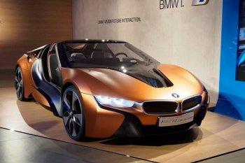 Siêu xe xanh BMW i8 Spyder lỗi hẹn