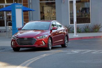 Hyundai Elantra 2017 hỗ trợ kết nối Apple CarPlay hoặc Adroid Auto