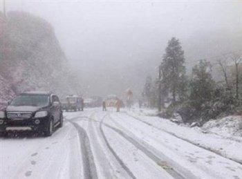 Mẹo nhỏ giúp lái xe an toàn trong đường băng tuyết