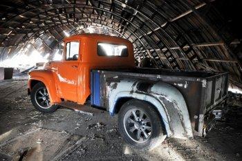 Biến xe tải Liên Xô thành bán tải 'Mỹ'