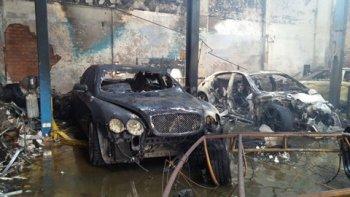 Nhìn dàn xe sang cháy tan tành ở Sài Gòn