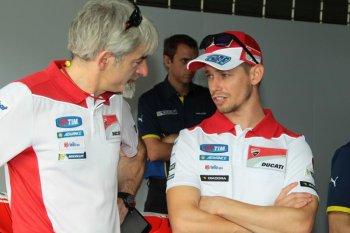 Casey Stoner bước vào buổi chạy thử đầu tiên với Ducati