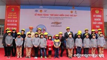 GM tặng 1000 mũ bảo hiểm cho học sinh tại Hà Nội