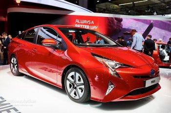 Toyota Prius hút khách trong tháng đầu năm 2016