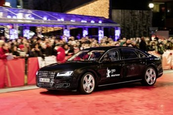 Audi ra mắt xe hạng sang tự lái A8L W12