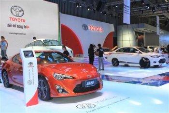 """Thị trường ôtô """"giảm tốc"""" để mở màn năm 2016"""