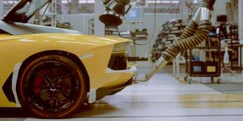 Bí mật đằng sau cánh cửa nhà máy sản xuất của Lamborghini
