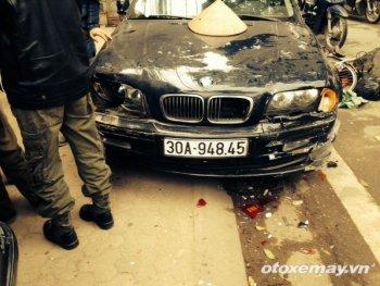 Xe BMW đột ngột chồm lên vỉa hè gây tai nạn