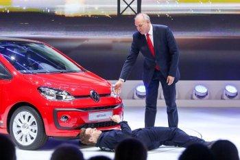 Bê bối gian lận khí thải đeo đuổi Volkswagen tại Geneva