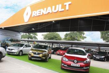 Lái thử xe Renault tại BigC Thăng Long