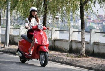 """Phụ nữ và những """"điểm trừ"""" khi đi xe máy"""