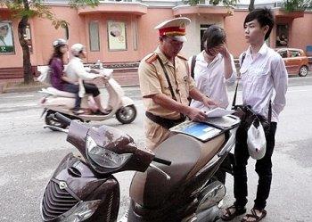 Buộc học sinh nghỉ học nếu vi phạm giao thông liệu có khả thi?