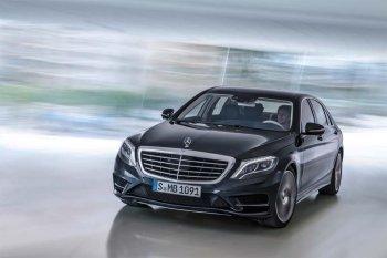 Uber mua 100 nghìn xe sang Mercedes chở khách