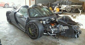 Porsche 918 Spyder nát bét vẫn hét giá 78.000 USD