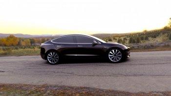 """Tesla Model 3 """"cháy hàng"""" sau vài ngày ra mắt"""
