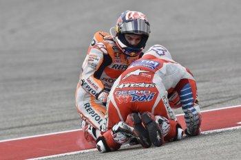 """Những tai nạn """"điên rồ"""" tại chặng 3 MotoGP 2016"""