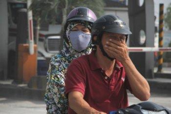 """Những vật """"bất ly thân"""" khi đi xe máy dưới trời nắng"""